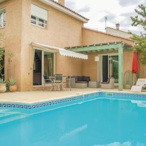 Hotel Pictures: Three-Bedroom Holiday Home in Boujan-Sur-Libron, Boujan-sur-Libron