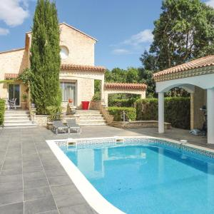Hotel Pictures: Five-Bedroom Holiday Home in Thezan les Beziers, Lignan-sur-Orb