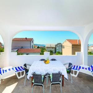 Zdjęcia hotelu: Three-Bedroom Apartment in Kastel Gomilica, Kaštela