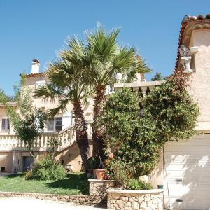 Hotel Pictures: Six-Bedroom Holiday Home in Sussargues, Sussargues