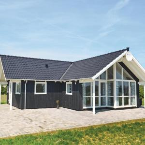 Hotel Pictures: Three-Bedroom Holiday Home in Vaggerlose, Bøtø By