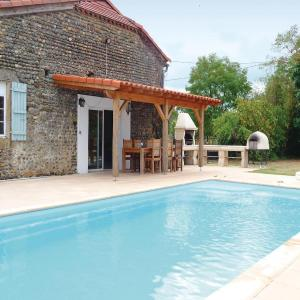 Hotel Pictures: Holiday Home Les Rouges, Tasque