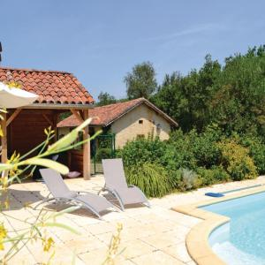 Hotel Pictures: Two-Bedroom Holiday Home in Pontcirq, Pontcirq