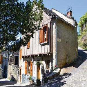 Hotel Pictures: Two-Bedroom Holiday Home in Najac, Najac