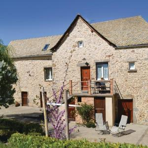 Hotel Pictures: Two-Bedroom Holiday Home in Rieupeyroux, Rieupeyroux