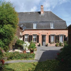Hotel Pictures: Five-Bedroom Holiday Home in Iviers, Iviers