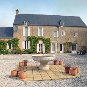 Hotel Pictures: Holiday home La Ferme du Bois P-796, Saint-Paul-du-Vernay