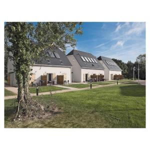 Hotel Pictures: Apartment Auberville YA-1168, Auberville