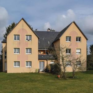 Hotel Pictures: One-Bedroom Apartment in La Riviere St. Sauveur, La Rivière Saint Sauveur