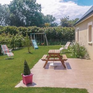 Hotel Pictures: Studio Holiday Home in Colleville-sur-Mer, Colleville-sur-Mer