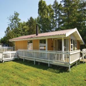 Hotel Pictures: Three-Bedroom Holiday Home in Prasto, Præstø