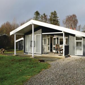 Hotel Pictures: Three-Bedroom Holiday Home in Juelsminde, Juelsminde