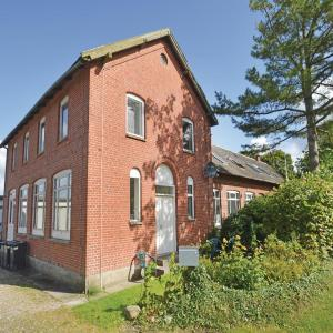 Hotel Pictures: Two-Bedroom Apartment in Farso, Farsø