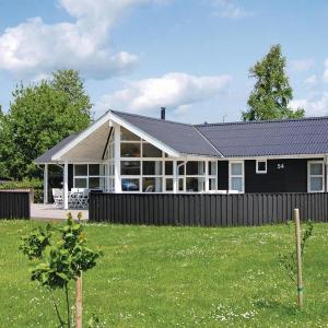 Hotel Pictures: Holiday home Illeris Farsø XI, Hvalpsund