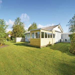 Hotel Pictures: Holiday Home Farsø - 07, Hvalpsund