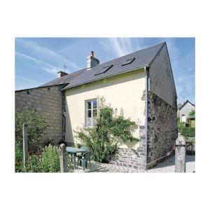 Hotel Pictures: Holiday Home Le Petit Maison De L'Eglise, Barenton