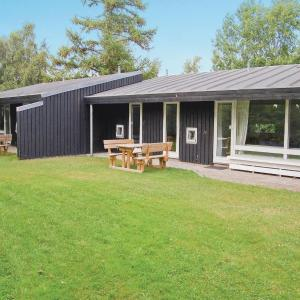 Hotel Pictures: Holiday home Plantagevej 24B, hus, Skæring
