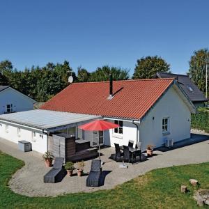 Hotel Pictures: Holiday home Under Lindene, Åstrup
