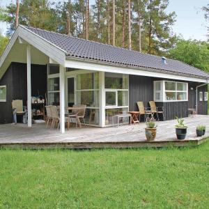 Hotel Pictures: Three-Bedroom Holiday home 0 in Rønde, Dagstrup