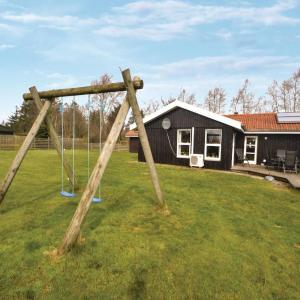 Hotel Pictures: Holiday home Vikingbanke Denm, Egense