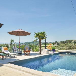 Hotel Pictures: Four-Bedroom Holiday Home in Manosque, Manosque