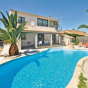 Hotel Pictures: Holiday home impasse du Thym, Miramas