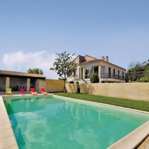 Hotel Pictures: Holiday home Noves 59 with Outdoor Swimmingpool, Noves