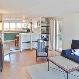 Hotel Pictures: Apartment Fuveau WX-1000, Fuveau