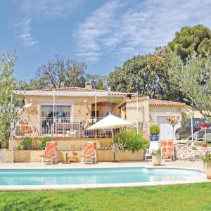 Hotel Pictures: Holiday home Rognac 64 with Outdoor Swimmingpool, Rognac