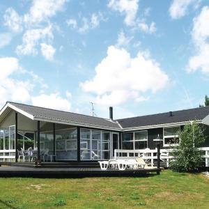 Hotel Pictures: Holiday home Halvrebene Hadsund Denm, Als