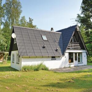 Hotel Pictures: Three-Bedroom Holiday Home in Hadsund, Helberskov