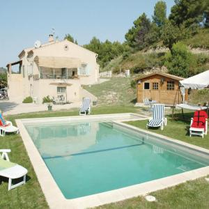 Hotel Pictures: Apartment Eyguieres with Outdoor Swimming Pool 419, Eyguières