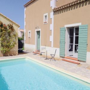 Hotel Pictures: Three-Bedroom Holiday home Franch Clapers 03, Saint-Rémy-de-Provence