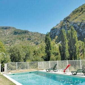 Hotel Pictures: Holiday home Plaisians 84 with Outdoor Swimmingpool, Plaisians