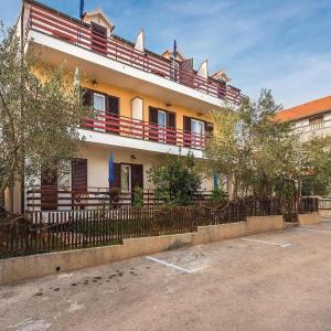 Hotellikuvia: One-Bedroom Apartment in Vodice, Vodice