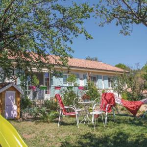 Hotel Pictures: Holiday home Mornas 15 with Outdoor Swimmingpool, Mornas