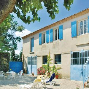 Hotel Pictures: Studio Holiday Home in Ste Cecile les Vignes, Cairanne