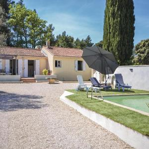 Hotel Pictures: Holiday home Vaqueyras 13 with Outdoor Swimmingpool, Vacqueyras