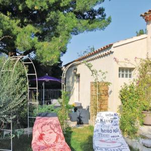 Hotel Pictures: Holiday home Chateauneuf De Gadagne with Outdoor Swimming Pool 432, Châteauneuf-de-Gadagne