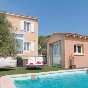Hotel Pictures: Holiday home Vedene with Patio 427, Vedène