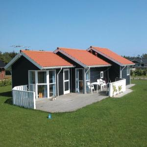 Hotel Pictures: Holiday home Pøt Strandby ks Denmk, Sønderby
