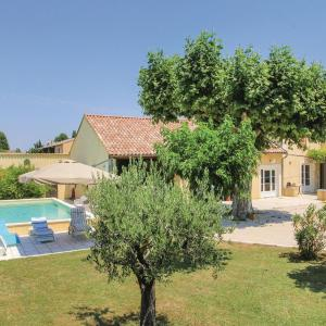 Hotel Pictures: Four-Bedroom Holiday Home in Monteux, Monteux