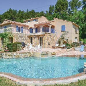 Hotel Pictures: Holiday Home Coste Caoude - 03, Pertuis