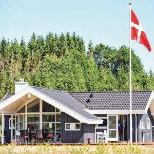 Hotel Pictures: Three-Bedroom Holiday Home in Ejstrupholm, Ejstrup