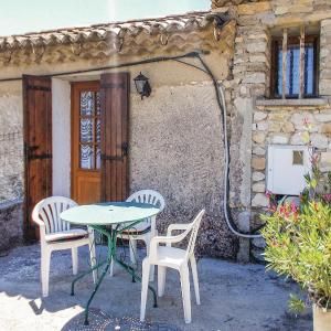 Hotel Pictures: One-Bedroom Holiday Home in St Marcellin Les Vais., Saint-Marcellin-lès-Vaison
