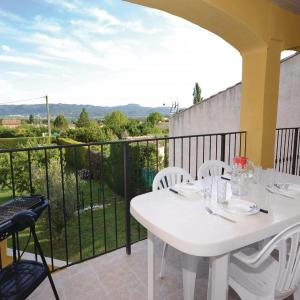 Hotel Pictures: Holiday Home Chemin des Huguenots I, Lauris