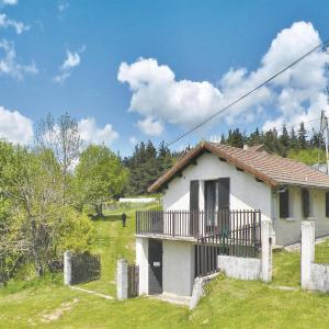 Hotel Pictures: Holiday home Hameau De Vente, Coucouron