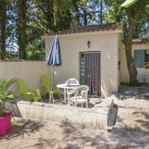 Hotel Pictures: Studio Holiday Home in Crillon le Brave, Crillon-le-Brave