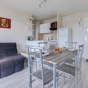 Hotel Pictures: Luckey Homes Apartments - Rue Fontenelle, Ouistreham