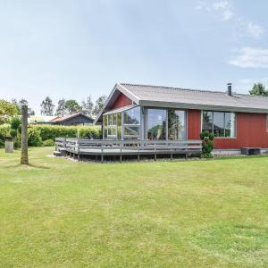 Hotel Pictures: Holiday Home Juelsminde with Fireplace 07, Sønderby